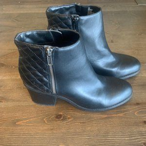 JustFab Quilted Ankle Booties - EUC - 9